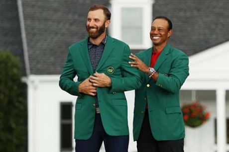 "Tiger Woods passa la ""giacca verde"" a Dustin Johnson"